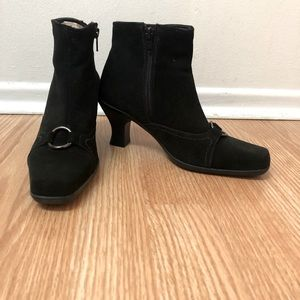 La Canadienne black suede ankle boots 6 new
